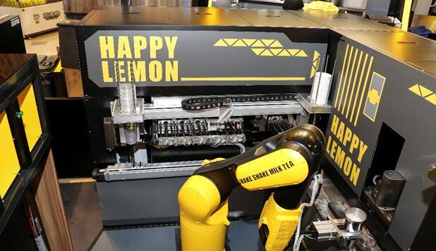 阿里联合快乐柠檬推出首家无人智慧奶茶店,机器人制茶只需90秒