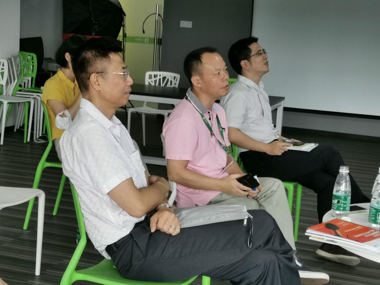 广州番禺区投资促进中心科技信息部领导一行莅临艾媒数聚参观访问