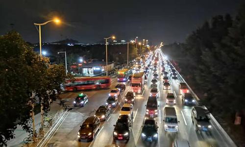 """优信将关闭多个货源及交付城市、市值已缩水至3.18亿美元,二手车如何""""自救""""?"""