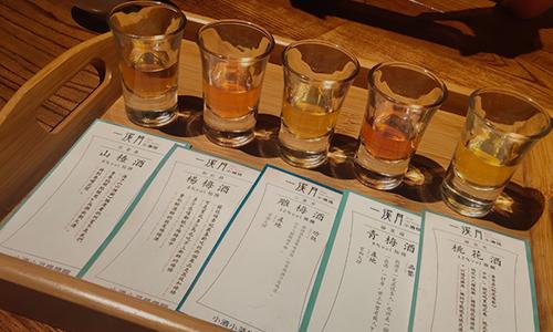 贵州茅台股价站上2100元大关,白酒行业发展概况、竞争及趋势分析